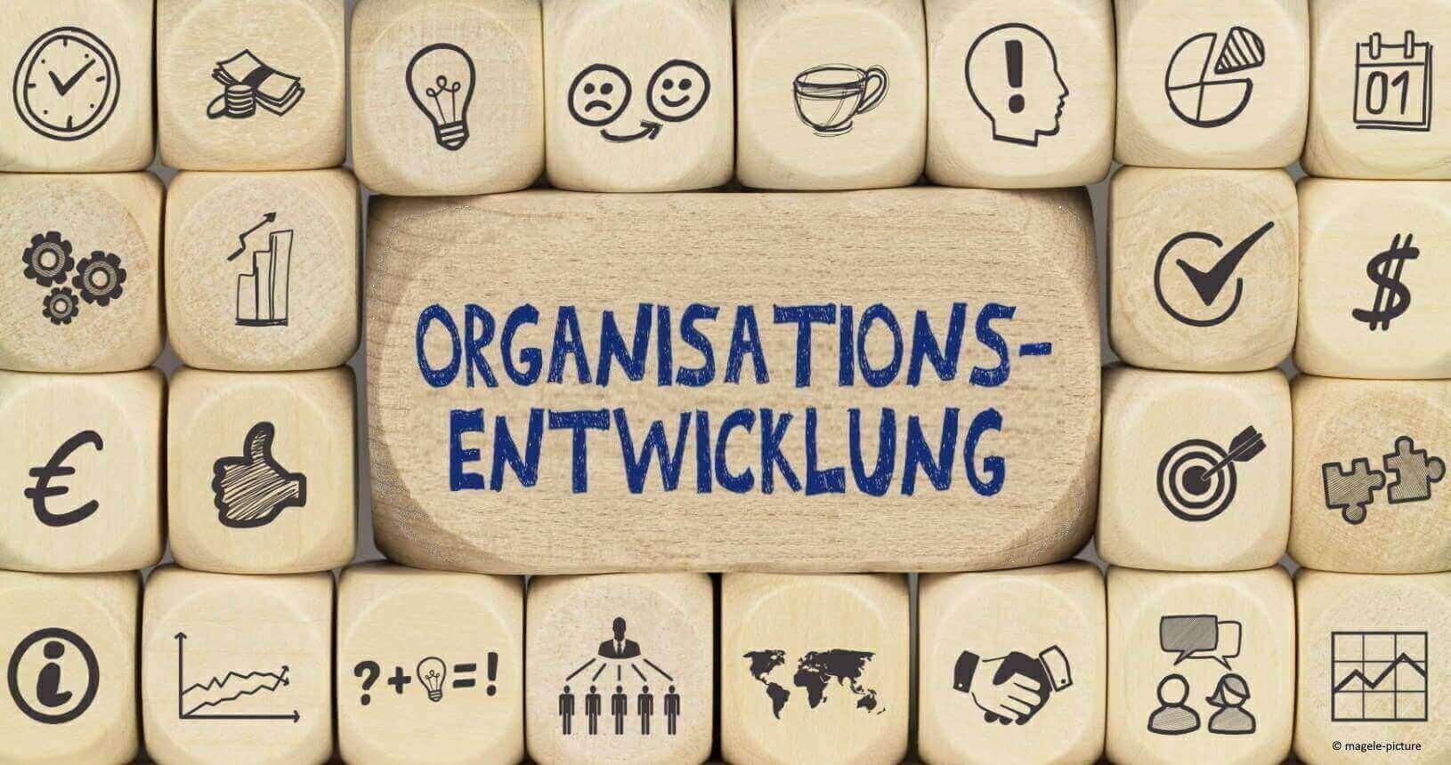Als Organisationsentwickler begleiten wir Führungskräfte und Führungsteams in Rahmen agiler Transformationen beim Gestalten des Organisationsdesign, dem Aufsetzen und Gestalten des Veränderungsprozesses.